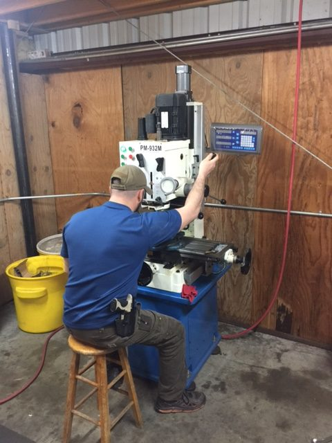 Milling machine for milling parts